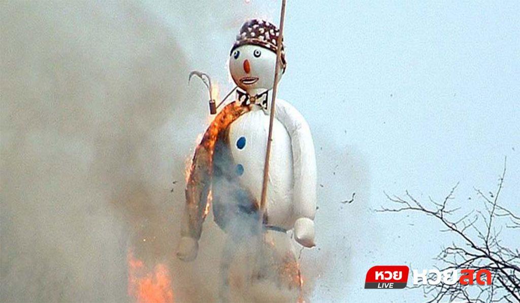 เทศกาลทำนายอากาศด้วยตุ๊กตาหิมะ